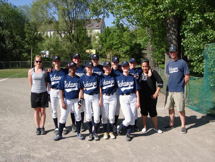 Softball-Team im Auftaktspiel in Regensburg